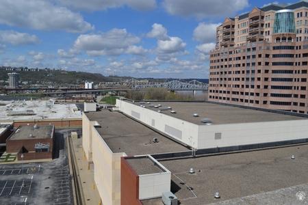 Image: di128390 - View looking toward bridge and Radisson Hotel on left