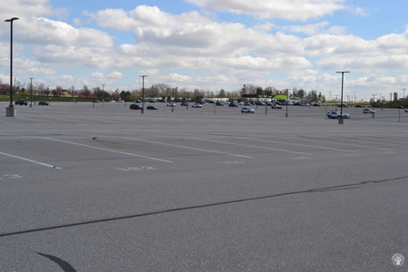 Image: di128416 - Nearly empty parking lot at CVG