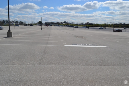 Image: di128420 - Nearly empty parking lot at CVG