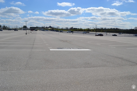 Image: di128421 - Nearly empty parking lot at CVG
