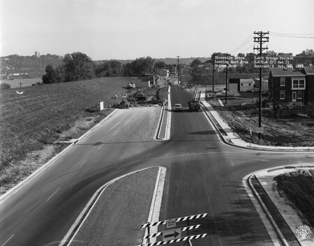 Image: di128506 - Riverside Drive, looking East from I-471 bridge deck