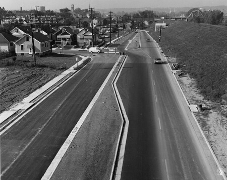 Image: di128519 - Riverside Drive, looking West, I-471 bridge project