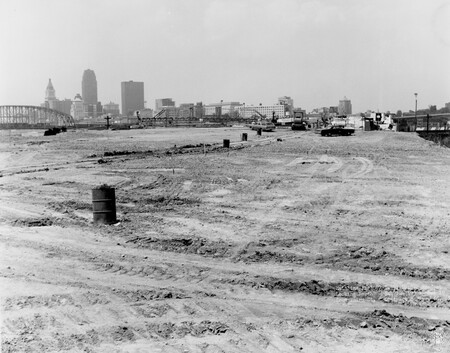 Image: di128528 - Mainline Fill looking North from Third Street, I-471 bridge project