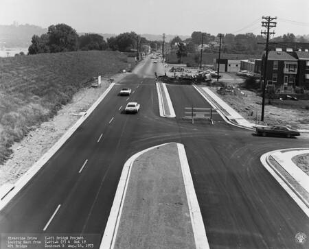 Image: di128529 - Riverside Drive, looking East from I-471 bridge