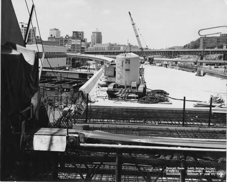 Image: di128651 - Parapet spans 9 through 11, Southbound, I-471 bridge project
