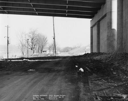 Image: di128667 - Looking Southeast at Pier 4, I-471 bridge project