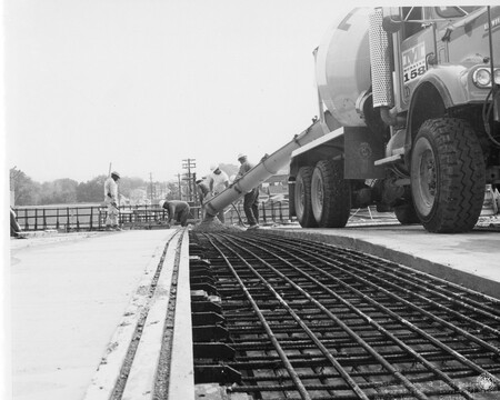 Image: di128715 - Construction workers pouring cement, I-471 bridge project