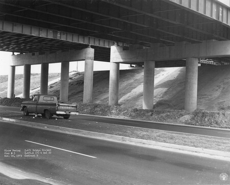 Image: di128742 - Slope paving pier #3, I-471 bridge project