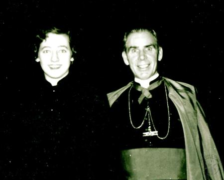 Image: di129005 - Dorothy Deters & Archbishop Fulton Sheen