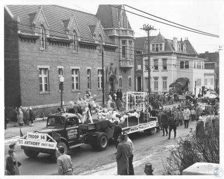 Image: di13266 - parade at 12th & Madison