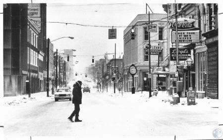 Image: di13268 - winter scene looking south from Pike Street