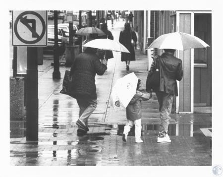 Image: di13274 - downtown shoppers getting rained on