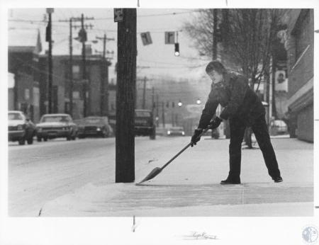 Image: di13295 - Ernie Ryan (20) shoveling snow at Snappy Lube