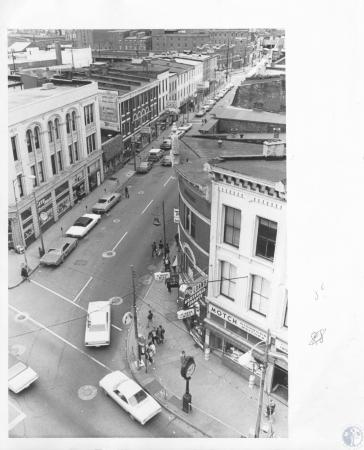 Image: di13350 - looking west from Madison Avenue