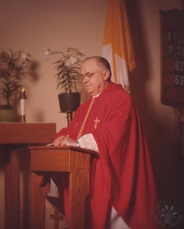 Image: di130018 - Fr. James R. O'Rourke (kneeling)