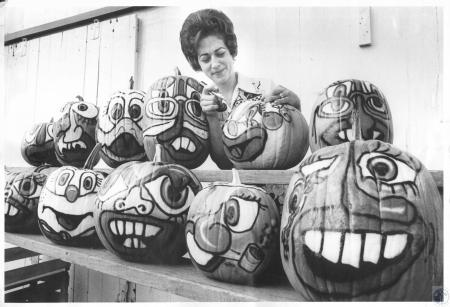 Image: di14276 - Joanne Holstrom airbrush painting pumpkins at Lakeview Farm