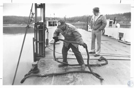 Image: di14306 - Cliff Green, deckhand, and Harold Hopkins, operator, on Warsaw Ferry