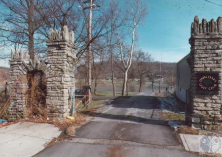 Image: di14755 - Winter 1996 Flood, Twin-Oaks Entrance