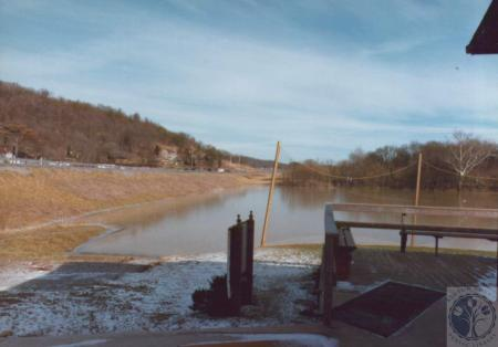 Image: di14764 - 1996 Spring Floods, looking North on KY 17, Fort Wright Golf Range