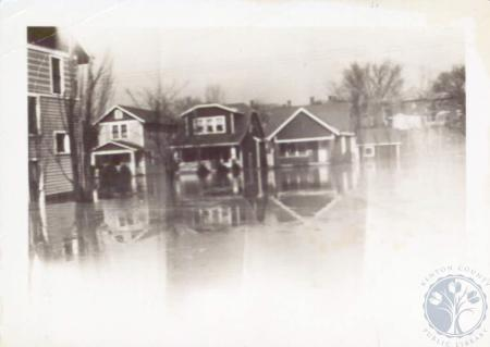 Image: di14796 - Flood picture taken at 18th and Euclid 1937