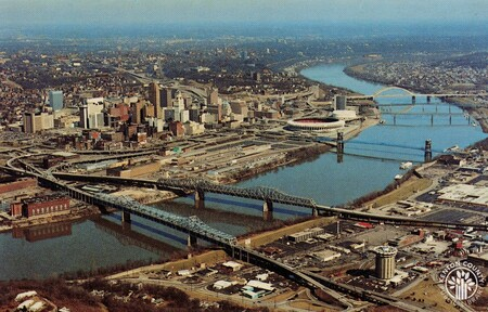 Image: di140396 - Aerial view of Cincinnati and Ohio River.