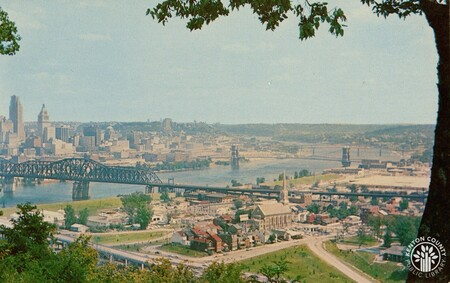 Image: di140398 - View from Devou Park overlook. Covington, the Ohio River, and Cincinnati are in the background.