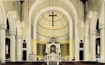 Image: di140419 - Interior of Blessed Sacrament Catholic church