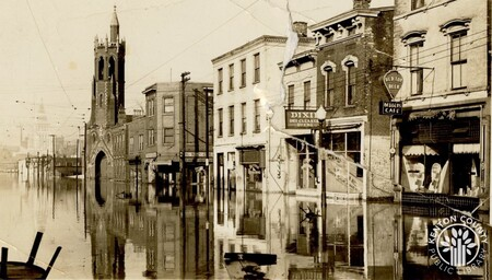 Image: di141008 - Flood at 4th and Madison. In the background is Dixie Dry Cleaners and Red Top Beer sign.