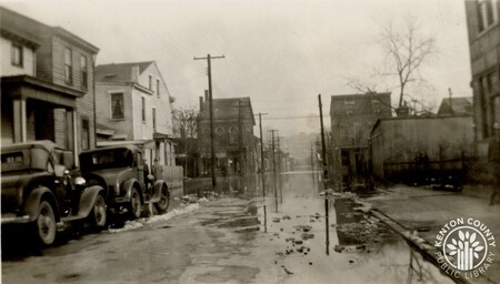 Image: di141013 - 13th and Greenup Streets during the flood of 1937.