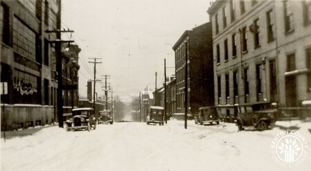 Image: di141029 - E. 4th St. during the flood of 1937 - Avery Drilling Machine Co.