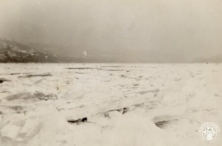 Image: di141030 - Frozen Ohio River in 1937.