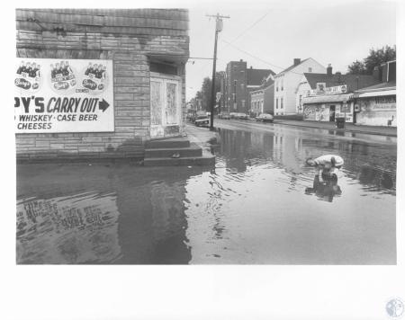 Image: di16866 - Larry Eversole examining flash flood