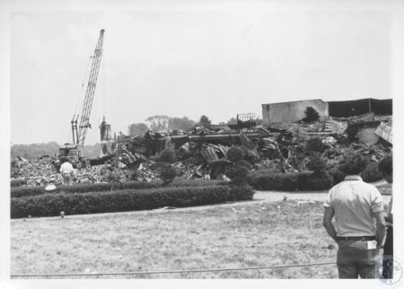Image: di16957 - demolishing ruins