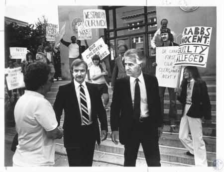 Image: di18266 - Dr. Jerry Crabbs and his lawyer leave Federal Building