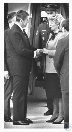Image: di18356 - Ronald Reagan and Martha Layne Collins at Greater Cincinnati Airport