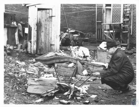 Image: di18631 - Mayor Bernard Eicholz examines blighted area on west side