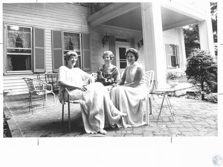 Image: di18658 - Mrs. Harry Davis, Mrs. Wilfred Bullock, Mrs. Leonard Fangman