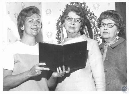 Image: di19034 - Mrs. Kenneth Harper, Mrs. Ray H. Stokes, Mrs. Robert Haglage