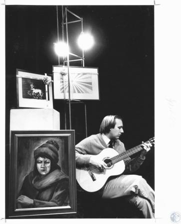Image: di19037 - Greg Harper playing guitar at Carnegie Art Center