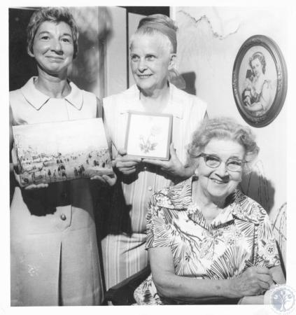 Image: di19186 - Mrs. John B. Hughes, Mrs. Orville Riggs, Mrs. John J. Mallory
