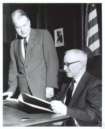 Image: di19308 - Senator Alvin Kidwell and Governor Bert Combs