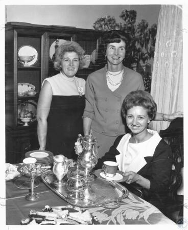 Image: di19346 - Mrs. James C. Barnes, Mrs. William Kreeb, Mrs. Joseph W. Brungs