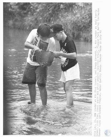 Image: di19494 - Mike Lay (11) and Brady Barnett (9) in Banklick Creek at Pioneer Park