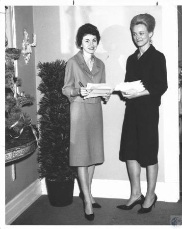 Image: di19687 - Mrs. Thomas Keuper and Mrs. William Muehlenkamp