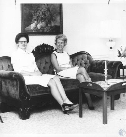 Image: di20415 - Mrs. Raymond Giltner and Mrs. Jack Steinman