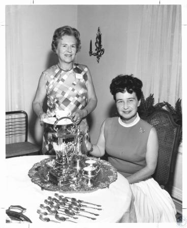 Image: di20748 - Mrs. Cecil Stookey, Mrs. William Hays