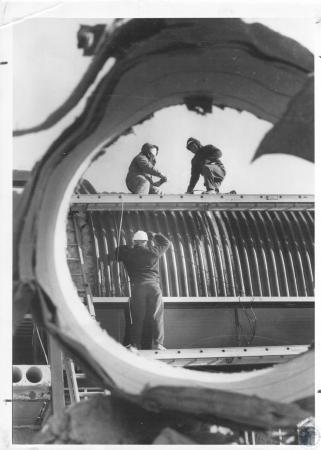 Image: di21633 - Tim Schneider, Bob Yetter, Joe Bambach working on tunnel