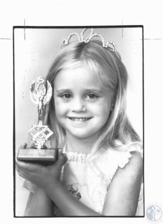 Image: di22091 - Kelly Marie McKenzie (5) won 5-6 age group Miss Kenton County Fair