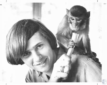 Image: di23237 - Bill Young (16) and Pet monkey