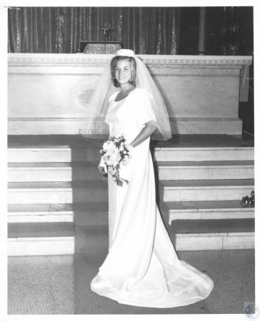 Image: di23249 - Mrs. Charles Edward Young, the former Sandra Mary Krebs
